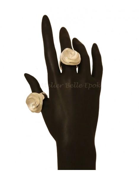 Bague femme ronde métal argenté strié