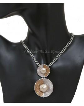 Collier émaillé perles en résine aspect nacré